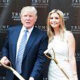 Donald Trump et Ivanka Trump posent la première pierre du Trump International Hotel à Washington, le 24 juillet 2014.