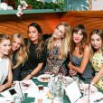 Jessica Hart, Elyse Taylor, Poppy Delevingne, Alexa Chung et Harley Viera-Newton assistent au dîner d'annonce de la collection Solid & Striped x Poppy Delevingne à l'Happiest Hour. New York, le 12 novembre 2014.