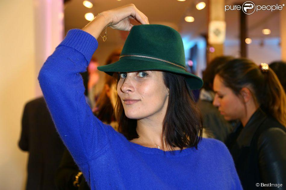Exclusif - Julie de Bona fait son shopping lors de la soirée d'ouverture du Festival du Dress Code à l'Espace Canal Saint-Martin. Paris, le 13 novembre 2014.