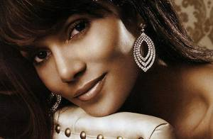 Halle Berry prouve que les diamants restent les meilleurs amis de la femme