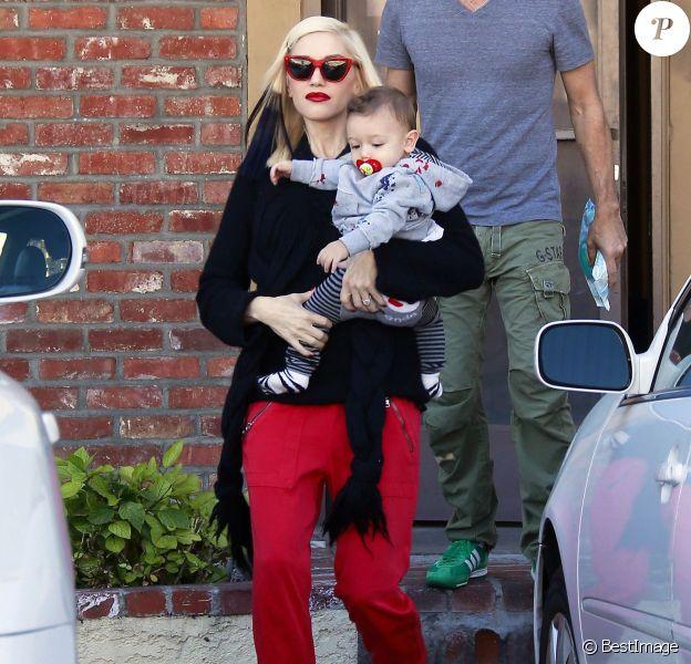 Gwen Stefani sort de son rendez-vous d'acuponcture avec son fils Apollo à Los Angeles, le 21 novembre 2014