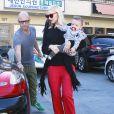 La chanteuse Gwen Stefani sort de son rendez-vous d'acuponcture avec son fils Apollo à Los Angeles, le 21 novembre 2014