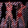 Jennifer Lopez et Iggy Azalea se produisent sur la scène du Nokia Theatre de Los Angeles pour les American Music Awards, le 23 novembre 2014.