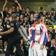 Lewis Hamilton célèbre son titre de champion du monde des pilotes avec l'écurie Mercedes, le 23 novembre 2014, sur le circuit d'Abou Dhabi
