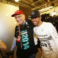 La légende Niki Lauda avec Lewis Hamilton après le titre de champion du monde décroché par à Abou Dhabi, le 23 novembre 2014