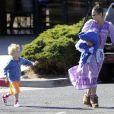 Exclusif - Paula Patton avec son fils Julian à Malibu, le 23 novembre 2014.