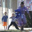 Exclusif - Paula Patton en compagnie de son fils Julian à Malibu, le 23 novembre 2014.