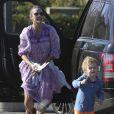 Exclusif - Paula Patton emmène son fils Julian dans un parc à Malibu, le 23 novembre 2014.