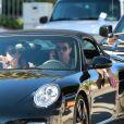 Robin Thicke en compagnie de sa nouvelle conquête qui ressemble étrangement à Paula Patton dans les rues de Beverly Hills, le 16 novembre 2014.