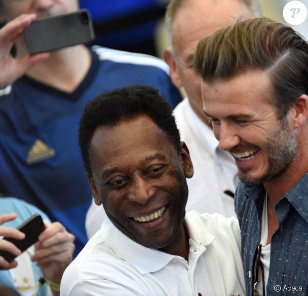 Pelé et David Beckham lors de la finale de la Coupe du monde entre l'Argentine et l'Allemagne au stade Maracana de Rio de Janeiro, le 13 juillet 2014