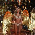 Candice Swanepoel - Défilé Victoria's Secret à Londres, le 2 décembre 2014.