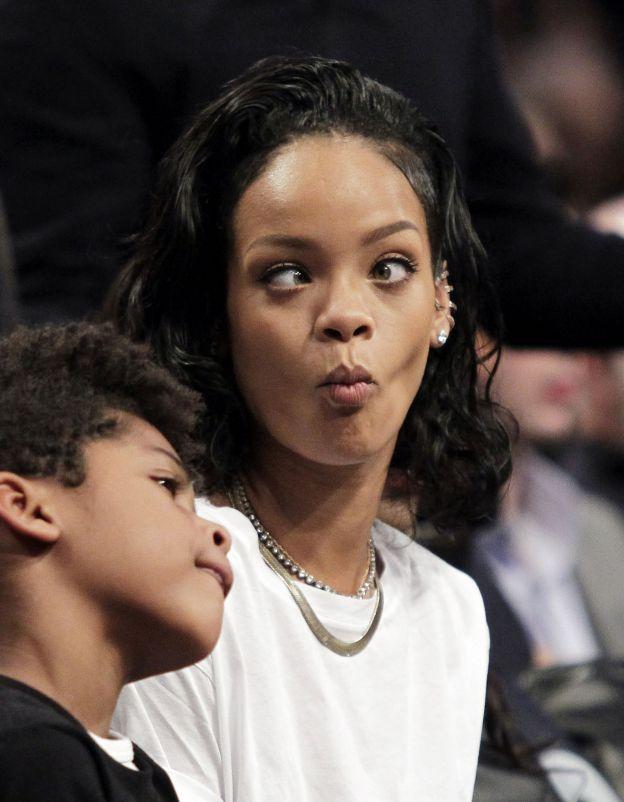 Rihanna grimace à un match de basket à New York le 10 janvier 2014. - ©Abaca Press