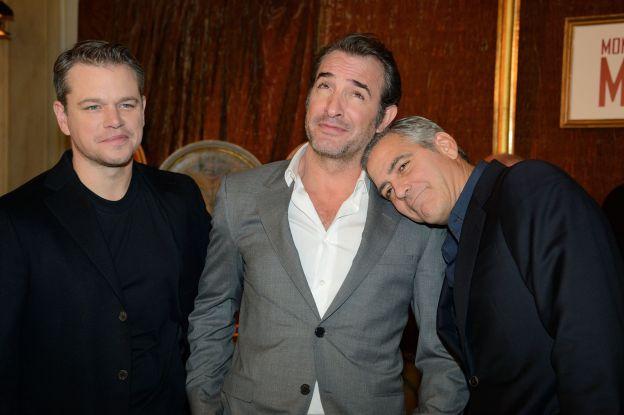 George Clooney fait un roupillon sur l'épaule de Jean Dujardin à la projection de Monuments Men le 12 février 2014. - ©Abaca Press