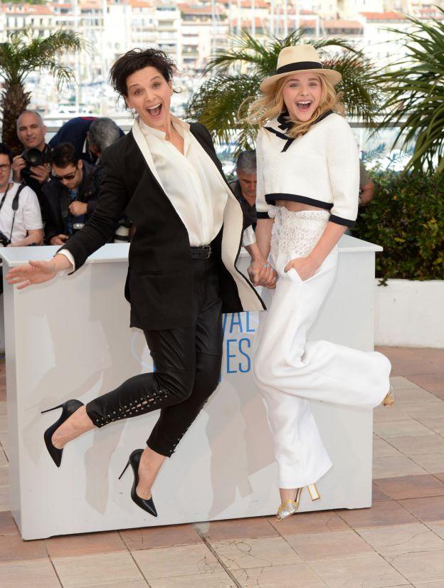 Juliette Binoche et Chloë Grace Moretz s'envolent sur la croisette au cours du Festival de Cannes 2014. ©Abaca Press