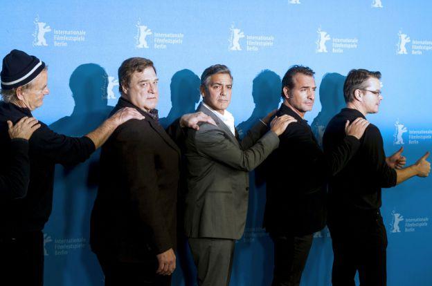 Bill Murray, John Goodman, George Clooney, Jean Dujardin et Matt Damon se rangent en file indienne le 8 février 2014 à Berlin. ©Abaca Press
