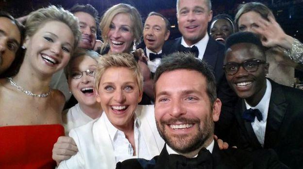 Le fameux selfie de stars des Oscars 2014 orchestré par Ellen DeGeneres.