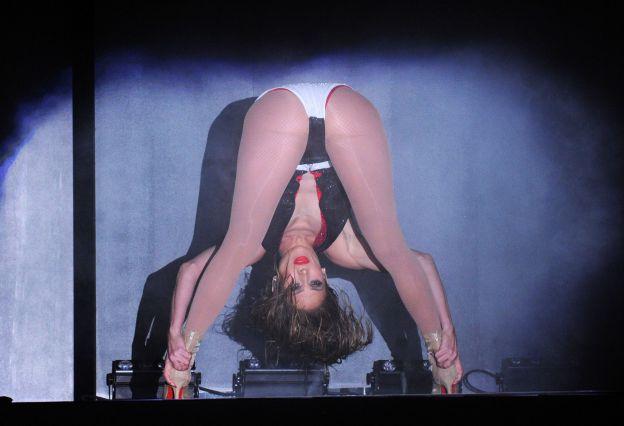 Jennifer Lopez n'avait rien à cacher sur la scène des American Music Awards le 23 novembre 2014 à Los Angeles. ©Abaca Press