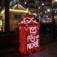Sandrine Quétier assiste à l'éclairage des illuminations de Noël Boulogne-Billancourt en compagnie du maire de la ville, Pierre-Christophe Baguet. Le 4 décembre 2014.