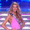Camille Cerf, Miss France 2015, défile en maillot de bain, lors de la cérémonie de Miss France 2015 sur TF1, le samedi 6 décembre 2014.
