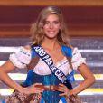Camille Cerf en tenue folklorique régionale, lors de l'élection de Miss France 2015, le samedi 6 décembre 2014 sur TF1.
