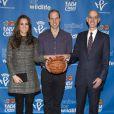 Kate Middleton, la duchesse de Cambridge, enceinte et le prince William assistent à un match de la NBA opposant les Brooklyn Nets et les Cleveland Cavaliers, à New York, le 8 décembre 2014.