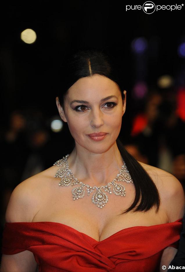 Monica Bellucci hier soir lors de la montée des marches à Cannes