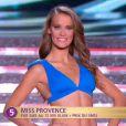 Miss Provence défile en bikini lors de la cérémonie de Miss France 2015 sur TF1, le samedi 6 décembre 2014.