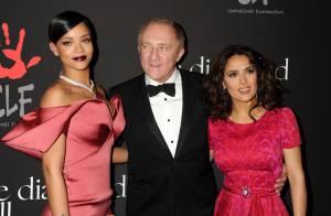 Rihanna : Sage et glamour devant ses parents et Salma Hayek, amoureuse