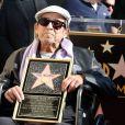 Le réalisateur et scénariste américain Paul Mazursky recevant son étoile sur le Walk of Fame le 13 décembre 2013 à Los Angeles
