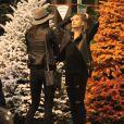 Exclusif - Kendall Jenner et Hailey Baldwin font l'achat d'un sapin de Noël. Los Angeles, le 17 décembre 2014.