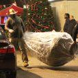 Exclusif - Le sapin de Noël choisi par Kendall Jenner et Hailey Baldwin. Los Angeles, le 17 décembre 2014.