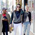 Kendall Jenner, Hailey Baldwin et Shamari Maurice font du shopping à Beverly Hills, le 17 décembre 2014.