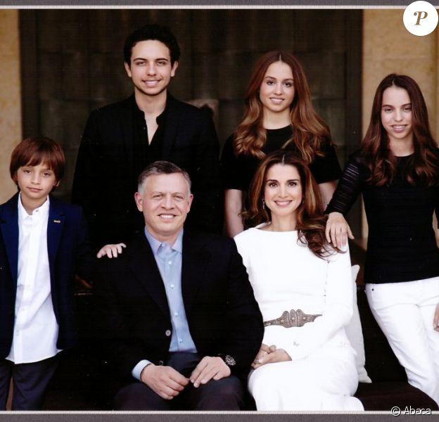 La famille royale de Jordanie présente ses voeux de fin d'année. Rania et le roi Abdullah posent avec leurs quatre enfants : Hussein, Iman, Salma et Hashem