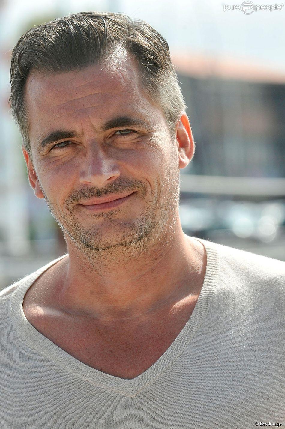Olivier Minne pose pour le photocall de la serie ' A Tort Ou A Raison ' durant le 15e Festival de la Fiction Tv de La Rochelle le 13 septembre 2013.
