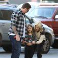 Exclusif - Tori Spelling et son mari Dean McDermott emmènent leur fille Stella faire du shopping à Sherman Oaks, le 29 décembre 2014.