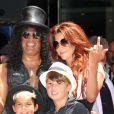 Slash honoré devant sa femme Perla et ses enfants, d'une étoile sur le Hollywood Walk of Fame, à Los Angeles le 10 juillet 2012