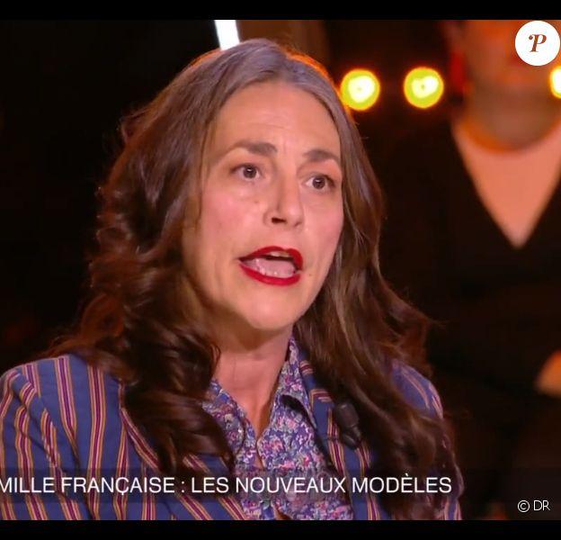 Lio évoque sa vie de mère dans Un soir à la tour Eiffel sur France 2, le mercredi 3 décembre 2014.