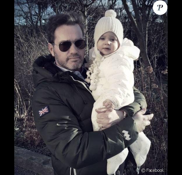 La princesse Leonore de Suède, fille de la princesse Madeleine, souhaite une bonne année 2015 avec son papa Christopher O'Neill, le 31 décembre 2014 sur la page Facebook de sa maman !