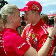 Michael Schumacher et sa femme Corinna sur le circuit de Catalogne le 9 mai 2004