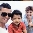 Cristiano Ronaldo avec son fils Cristiano Ronaldo Jr. et sa mère Dolores Aveiro à Funchal au Portugal le 15 décembre 2013.