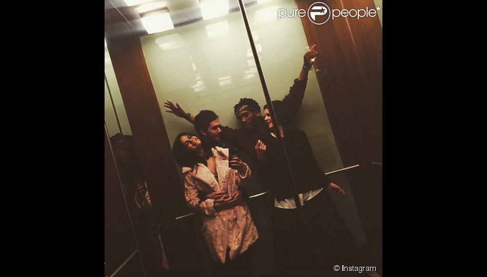 Le 24 janvier dernier Selena Gomez a posté une photo sur son compte Instagram où elle apparaît amoureusement installée dans les bras de son nouveau petit ami le dj Zedd.
