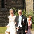 La princesse Nathalie de Sayn-Wittgenstein-Berleburg avec son père le prince Richard lors de son mariage religieux avec Alexander Johannsmann à Bad Berleburg, le 18 juin 2011.