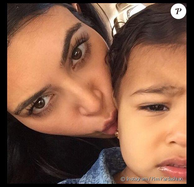 Selfie de Kim Kardashian et sa fille North, visiblement ennuyée. Photo postée le 31 janvier 2015.