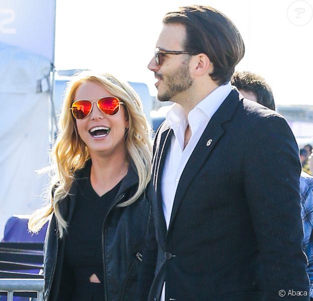 Britney Spears et son homme Charlie Ebersol lors de leur arrivée au Phoenix Stadium de Glendale où s'est déroulé le Super Bowl entre les Seahawks de Seattle et les New England Patriots le 1er février 2015