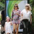 Abbey Clancy avec sa mère Karen et sa fille Sophia à Londres, le 20 juillet 2014
