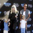 Gwen Stefani et Gavin Rossdale avec leurs fils Kingston et Zuma à Los Angeles, le 17 juin 2013.