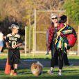 Gwen Stefani et Gavin Rossdale passent le dimanche au parc avec leurs trois garçons, à Los Angeles le 1er février 2015.