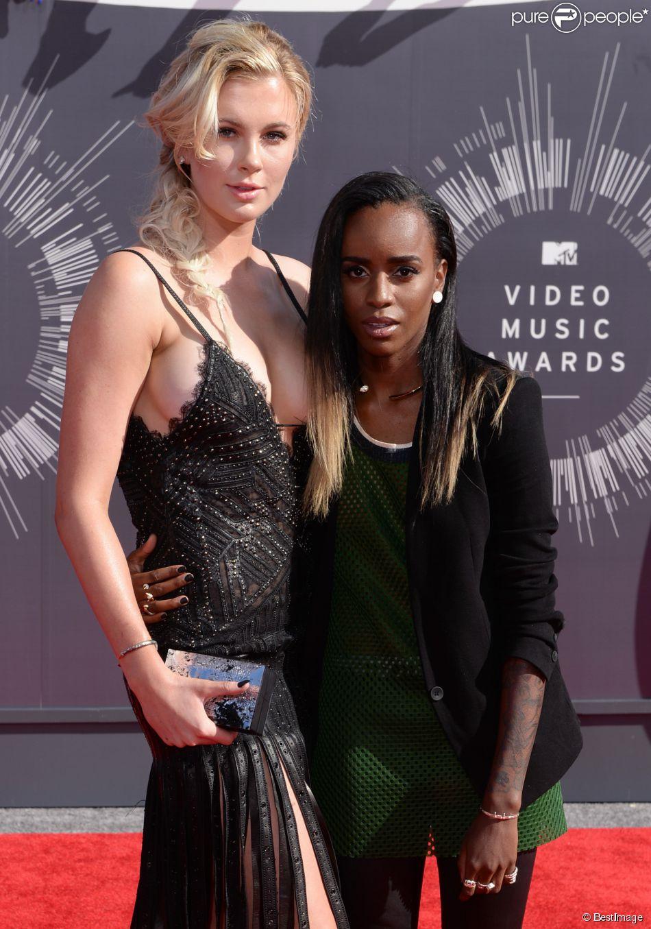 Ireland Baldwin et Angel Haze à la Cérémonie des MTV Video Music Awards à Inglewood. Le 24 août 2014