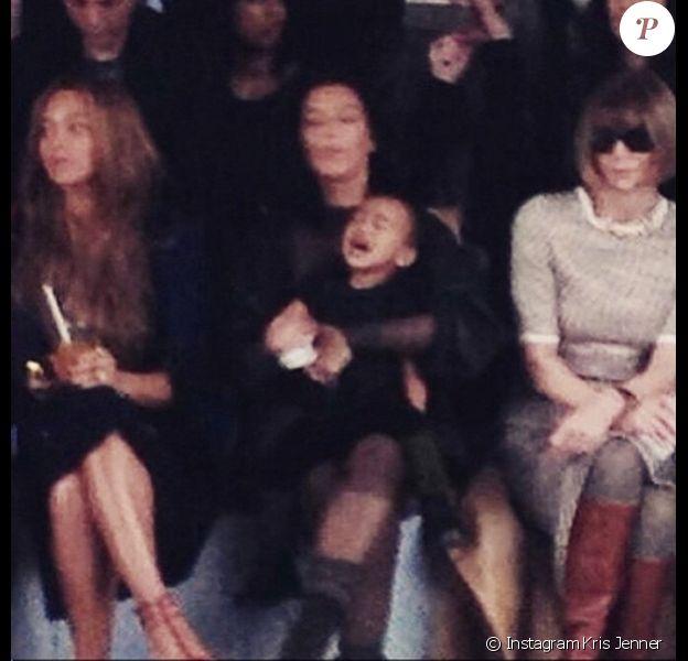 """Kris Jenner publie un cliché de North West en pleine crise au défilé """"Adidas"""" de Kanye West, le 12 février 2015."""