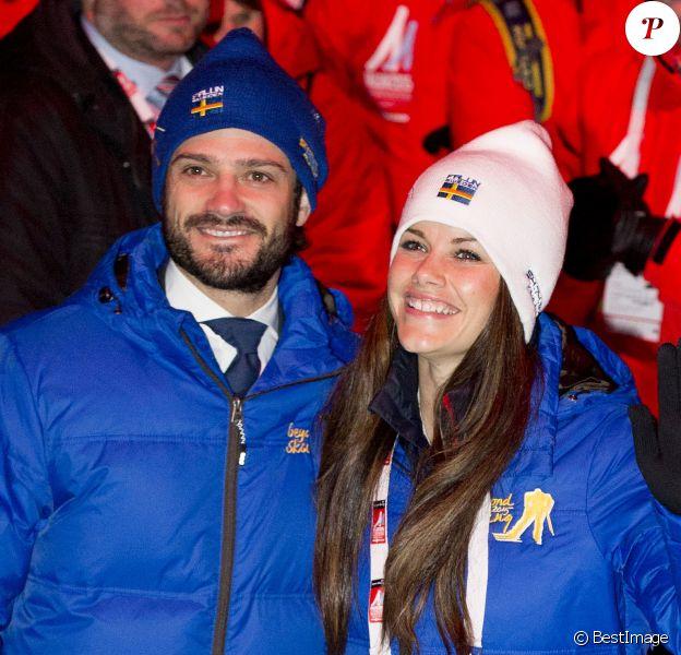 Le prince Carl Philip de Suède et sa fiancée Sofia Hellqvist lors de la cérémonie d'ouverture des championnats du monde de ski nordique, le 18 février 2015 à Falun, dans le centre du pays.